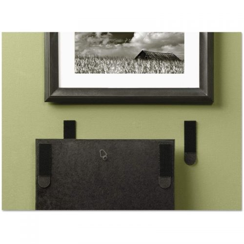 Command-Large-Picture-Hanging-Strips-17206blk-lifestyle